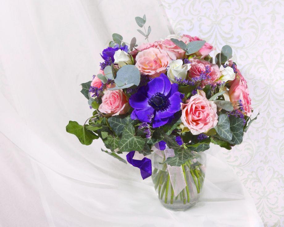 Букет с розами и хидерой